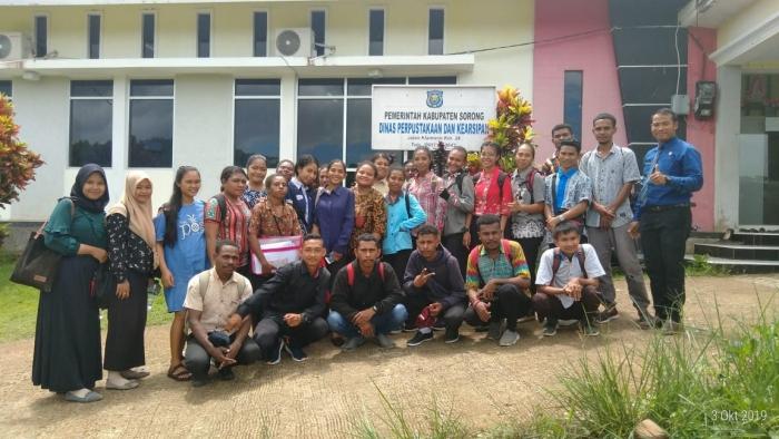 Gerakan Literasi Membaca Mahasiswa Prodi PGSD Unimuda Sorong